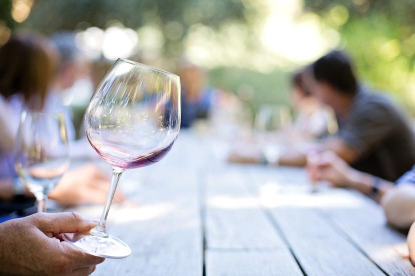 Dlaczego białe wino jest białe, a czerwone wino czerwone?